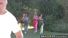brazzers-brazzers-exxtra-chasing-that-big-d-scene-starri